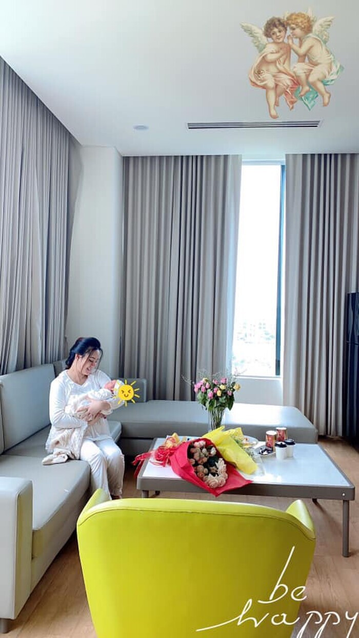 Đang ở cữ để chăm con, Vy Oanh vẫn âm thầm mua quà tặng bác sĩ tuyến đầu chống dịch Ảnh 4