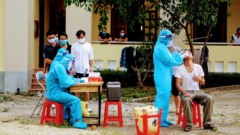 Nhân viên y tế tiếp xúc với bệnh nhân tài xế dương tính với SARS-CoV-2 - Ảnh 1.