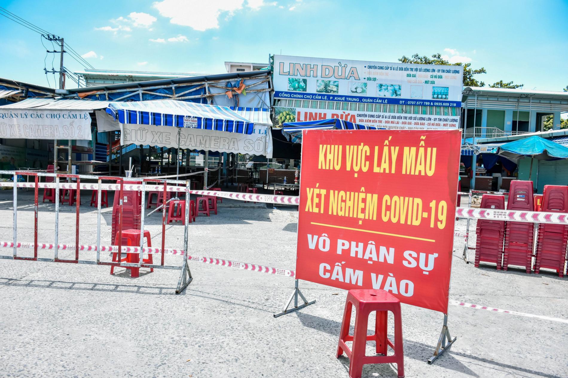 Người bán chè dương tính SARS-CoV-2, Đà Nẵng tạm đóng cửa chợ Cẩm Lệ - Ảnh 1.