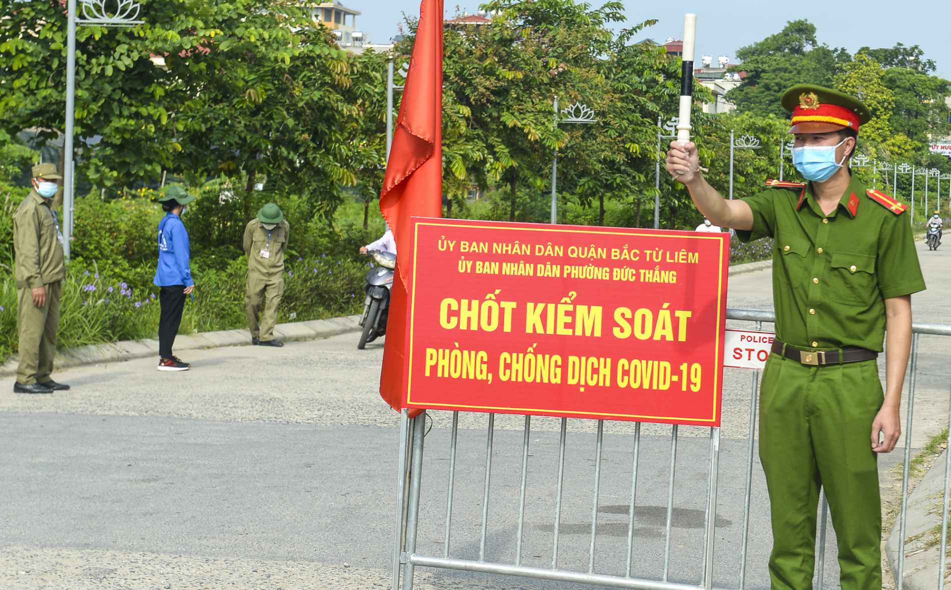 """Hà Nội: Phường phát """"phiếu kiểm soát phòng, chống COVID-19"""", mỗi nhà chỉ ra đường 1 lần/ngày"""