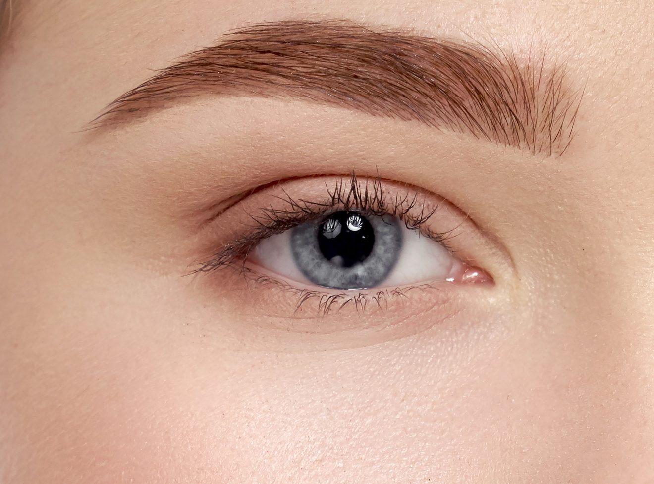 Bạn gái thắc mắc: có nên nhấn mí mắt? Nhấn mí mắt có hại không? - Ảnh 1.