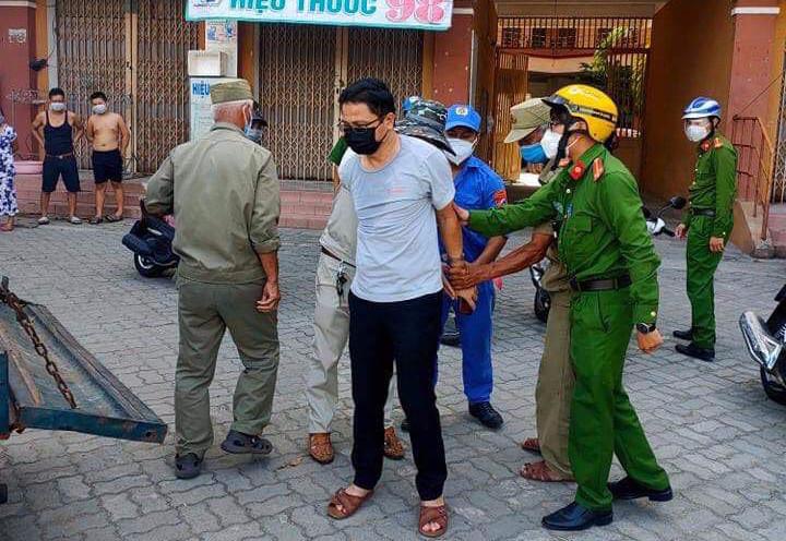 Vụ cán bộ Đoàn ĐBQH và HĐND TP Đà Nẵng xô xát với nữ nhân viên y tế: Ông ấy tát tôi thẳng tay - Ảnh 1.
