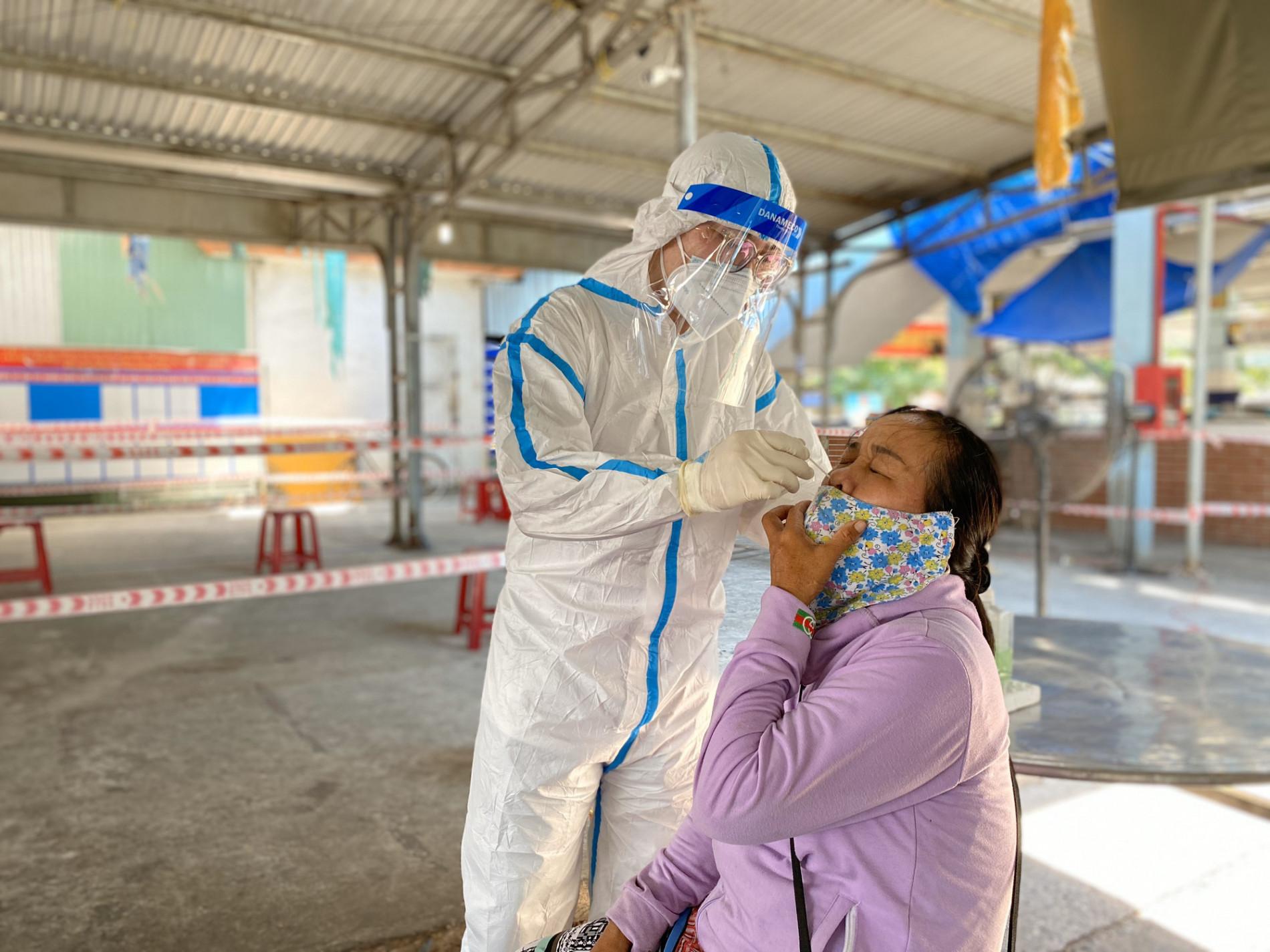 Vụ cán bộ Đoàn ĐBQH và HĐND TP Đà Nẵng xô xát với nữ nhân viên y tế: Ông ấy tát tôi thẳng tay - Ảnh 2.