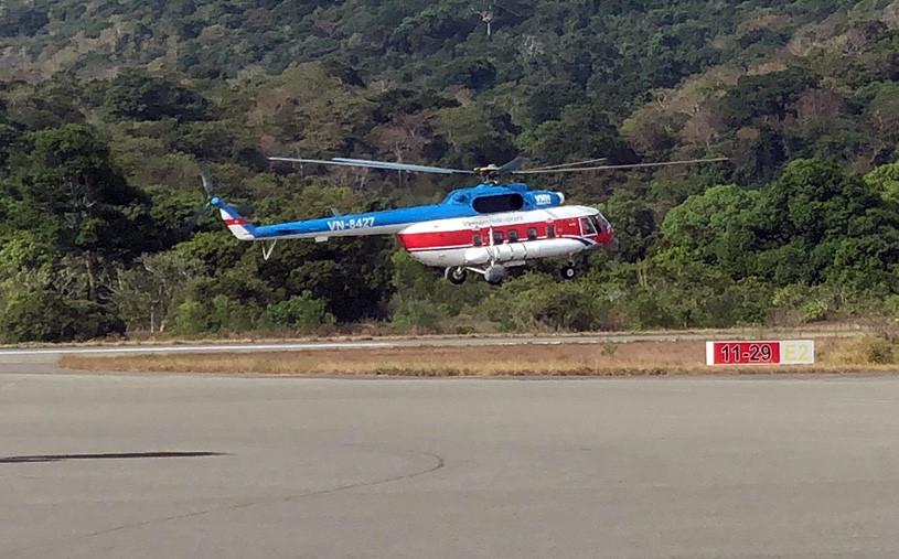 Máy bay trực thăng chở vắc xin Covid-19 ra Côn Đảo