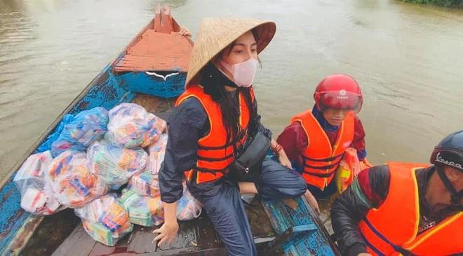 Phía Thủy Tiên lên tiếng về 10 chiếc thuyền máy cứu trợ lũ lụt: Chưa từng 'bỏ quên' mạnh thường quân