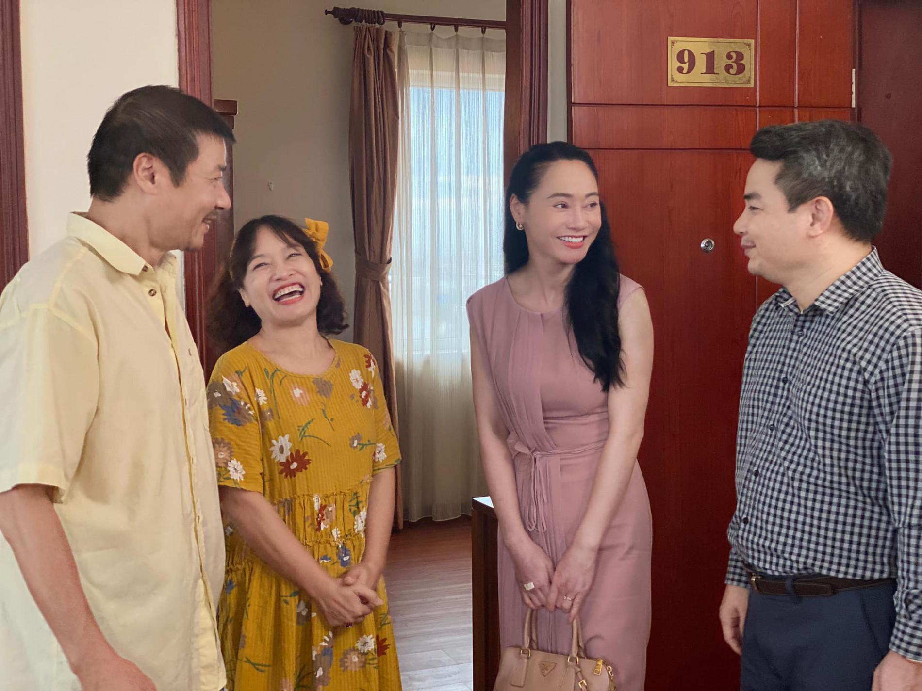 Hương vị tình thân: Lộ cảnh bà Xuân đến nhà cũ của Nam gặp ông Sinh - Ảnh 3.