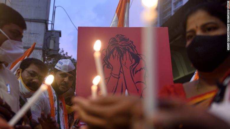 Người phụ nữ bị cưỡng hiếp, tra tấn bằng thanh sắt đến tử vong trên xe bus giữa ban ngày gây chấn động dư luận - Ảnh 2.