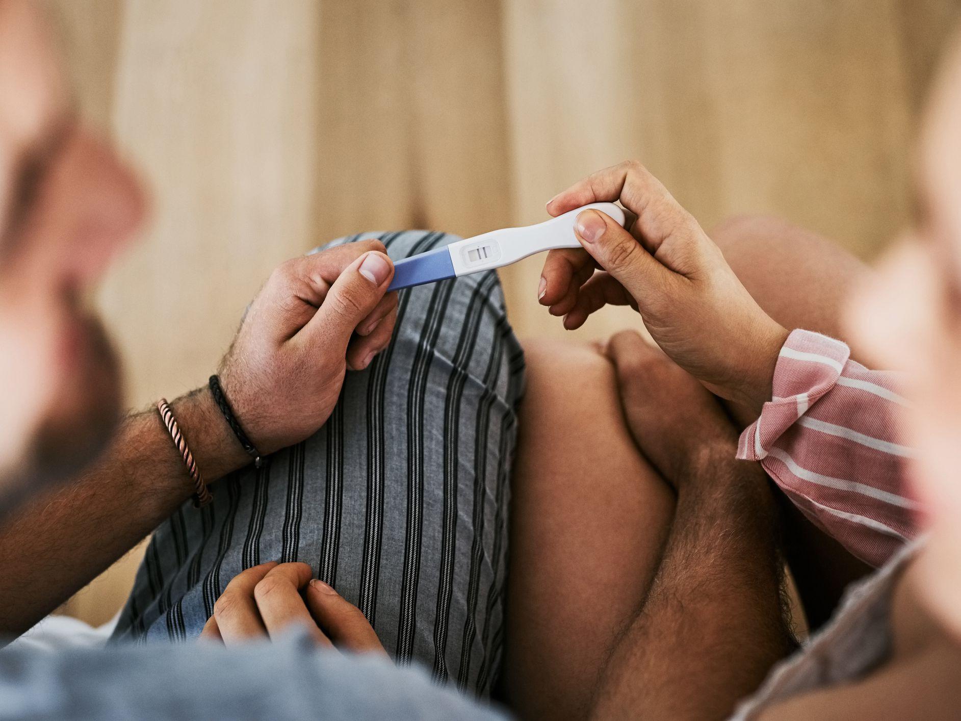 Tiêm xong vaccine Covid-19 thì biết có thai có sao không? - Ảnh 1.