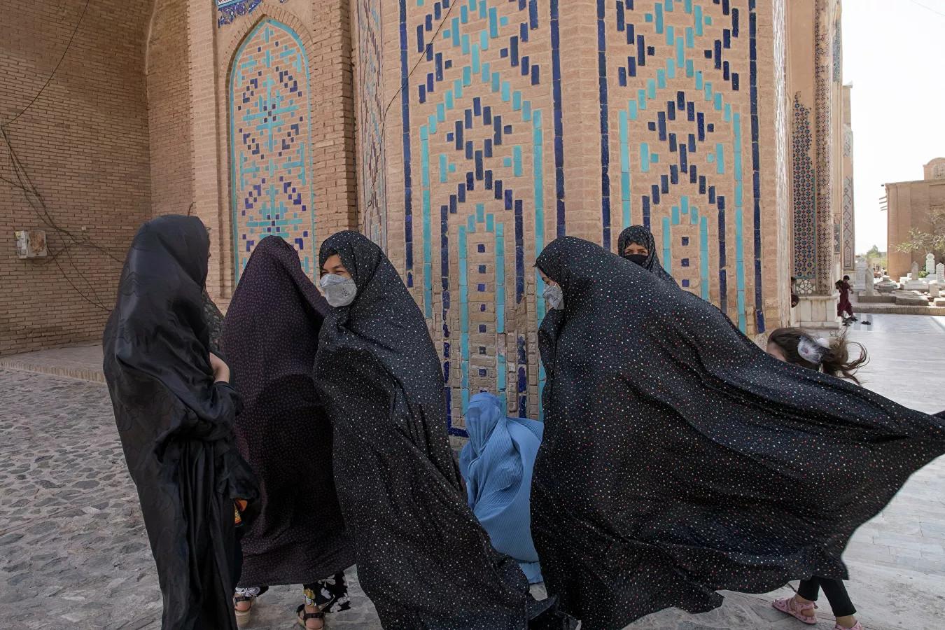 Trò hề của Taliban: Cấm phụ nữ không được làm việc tại Bộ Phụ nữ Afghanistan, chỉ đàn ông được vào - Ảnh 1.