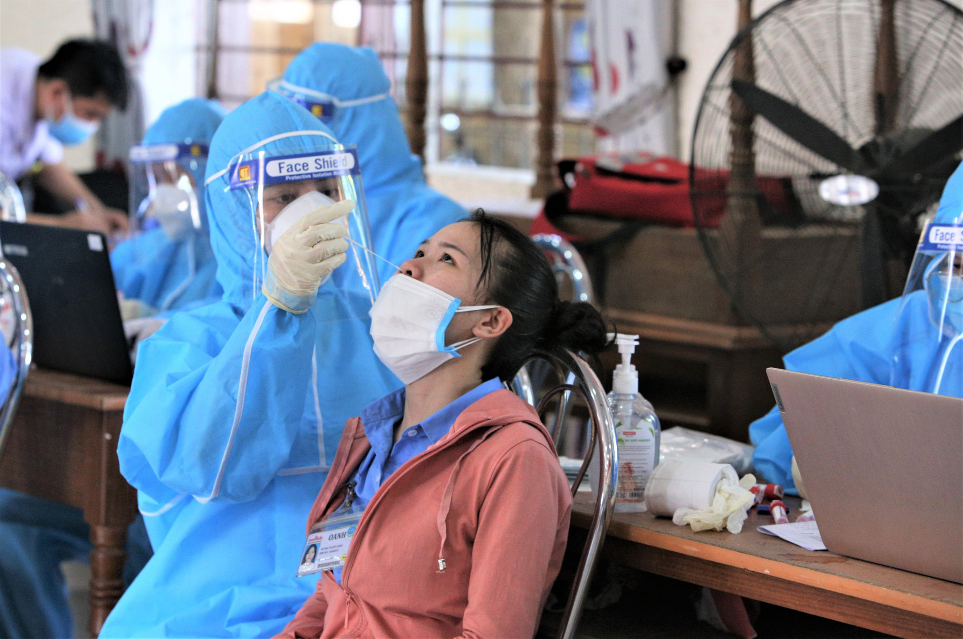 Đà Nẵng khẩn tìm người liên quan 2 ca nhiễm Covid-19 trong công ty có hơn 3.000 công nhân - Ảnh 2.