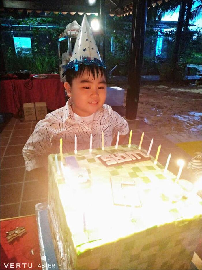 8 năm trước, Đàm Vĩnh Hưng từng hát trong tiệc thôi nôi Hằng Hữu, sau 8 năm gửi đơn kiện bà Phương Hằng Ảnh 1