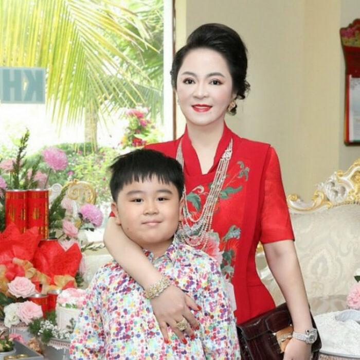 8 năm trước, Đàm Vĩnh Hưng từng hát trong tiệc thôi nôi Hằng Hữu, sau 8 năm gửi đơn kiện bà Phương Hằng Ảnh 4
