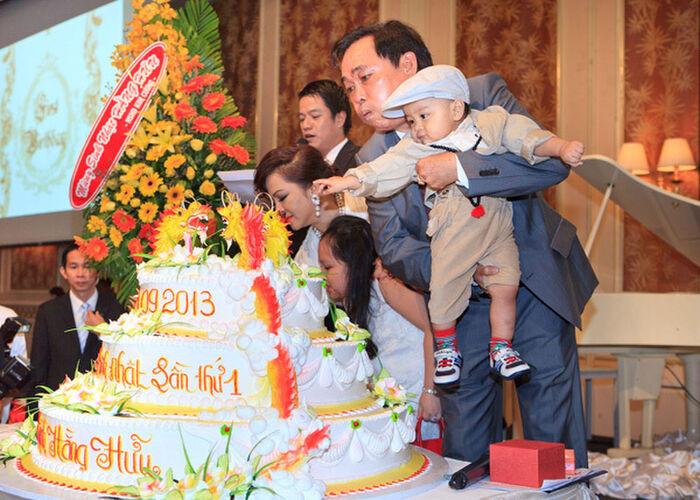 8 năm trước, Đàm Vĩnh Hưng từng hát trong tiệc thôi nôi Hằng Hữu, sau 8 năm gửi đơn kiện bà Phương Hằng Ảnh 5