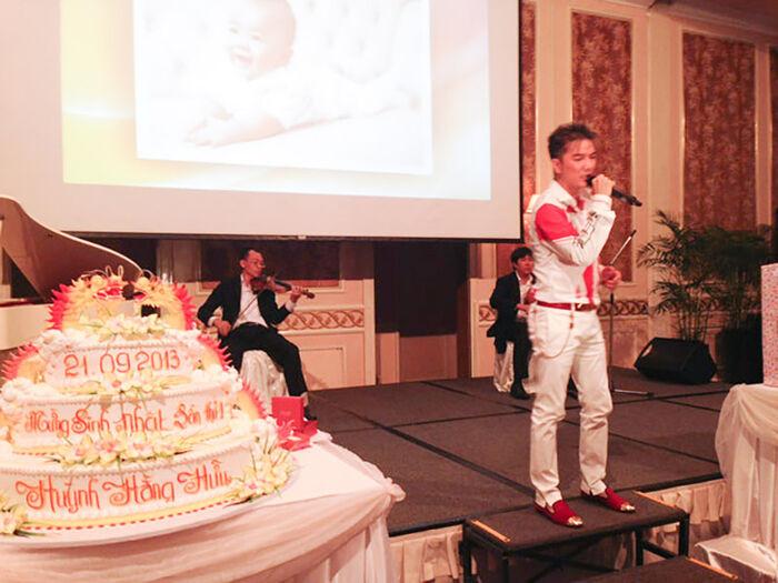 8 năm trước, Đàm Vĩnh Hưng từng hát trong tiệc thôi nôi Hằng Hữu, sau 8 năm gửi đơn kiện bà Phương Hằng Ảnh 8