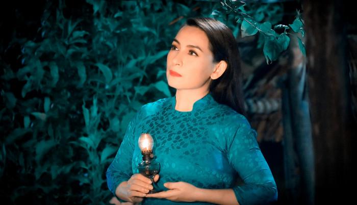 Trizzie Phương Trinh bật khóc khi bác sĩ nhắn nhủ con gái Phi Nhung: 'Gia đình nên chuẩn bị tinh thần' Ảnh 2