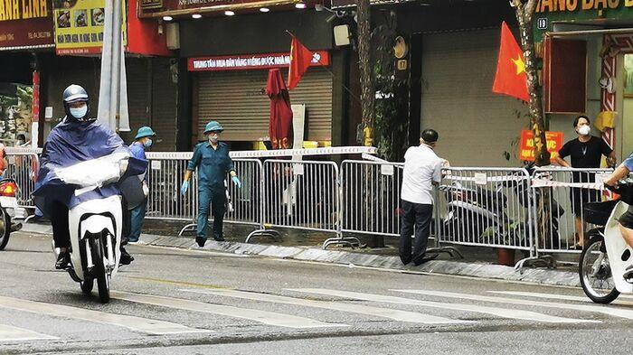 Hà Nội: Phong toả một đoạn phố Trần Nhân Tông sau khi phát hiện ca F0 mới Ảnh 3
