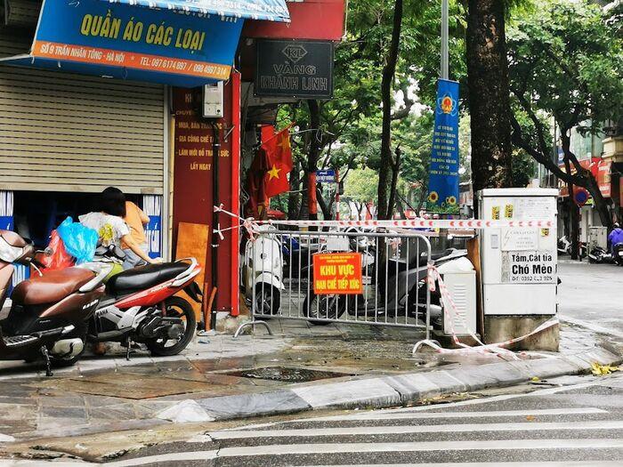 Hà Nội: Phong toả một đoạn phố Trần Nhân Tông sau khi phát hiện ca F0 mới Ảnh 6
