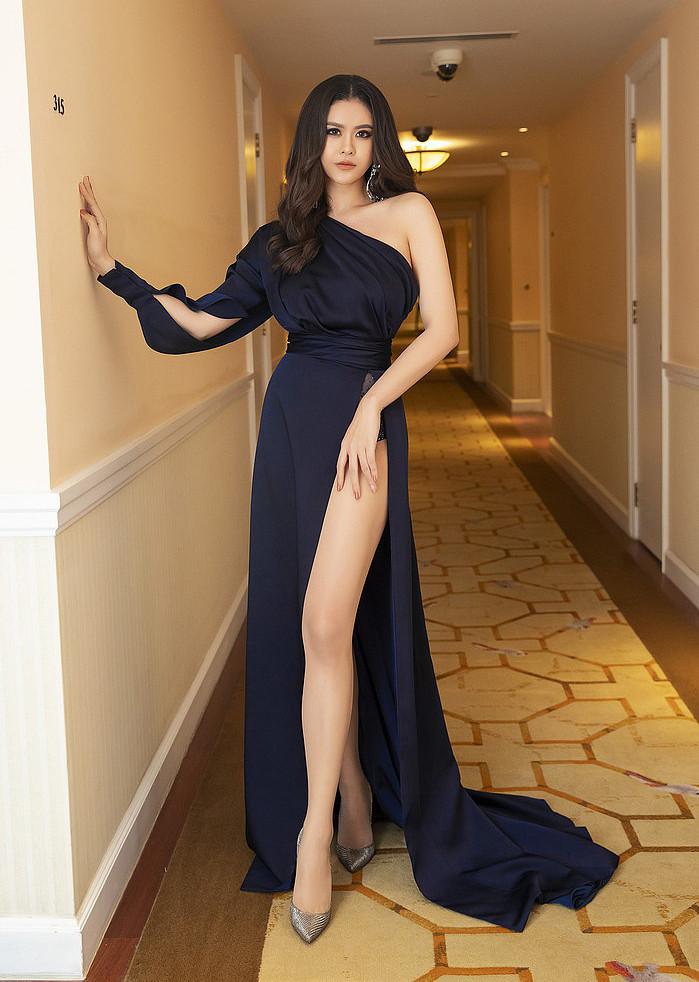 Nghịch lý Vbiz: Mỹ nhân mặc váy xẻ cao tới gần rốn nhưng vẫn phải che đậy cho đỡ lộ hàng? - Ảnh 10.