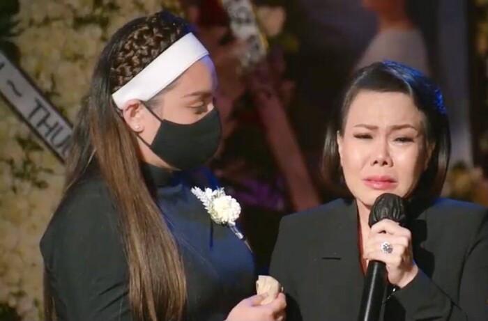 Việt Hương bật khóc nhắn nhủ con gái Phi Nhung: 'Cô xin lỗi, cô không thể làm tốt nhất có thể' Ảnh 2