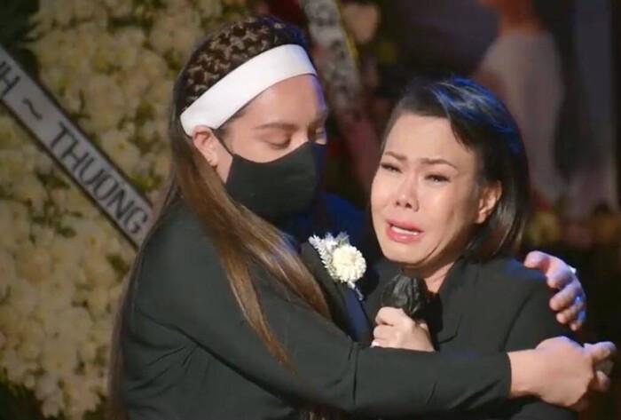 Việt Hương bật khóc nhắn nhủ con gái Phi Nhung: 'Cô xin lỗi, cô không thể làm tốt nhất có thể' Ảnh 4