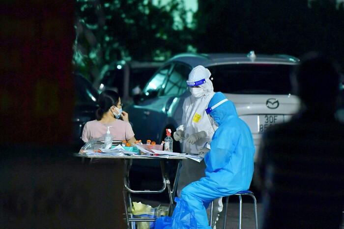 Ngày 13/10: Hà Nội ghi nhận 12 ca dương tính với SARS-CoV-2, trong đó 11 ca liên quan BV Việt Đức Ảnh 1