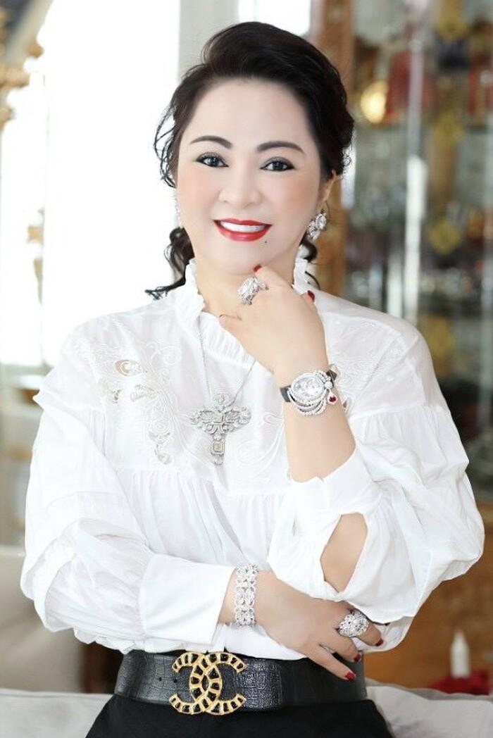 Dân mạng tràn vào 'tấn công' Fanpage Vietcombank sau vụ bà Phương Hằng gọi tên vợ chồng Lương Thế Thành Ảnh 1