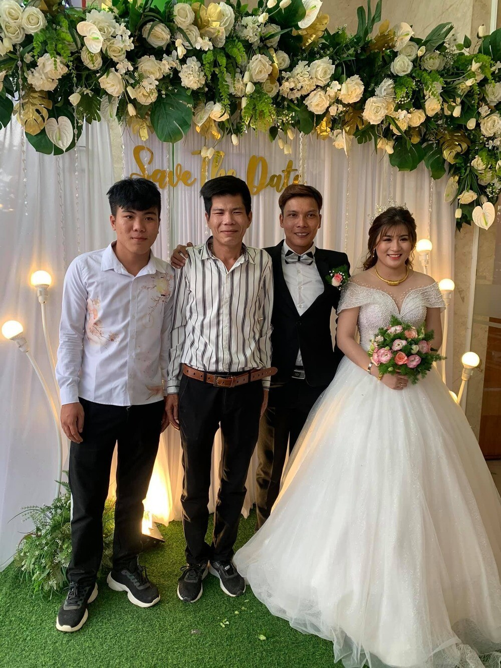 4-loc-fuho-dang-anh-giuong-chieu-vo-dep-dong-vien-1618473216.jpg