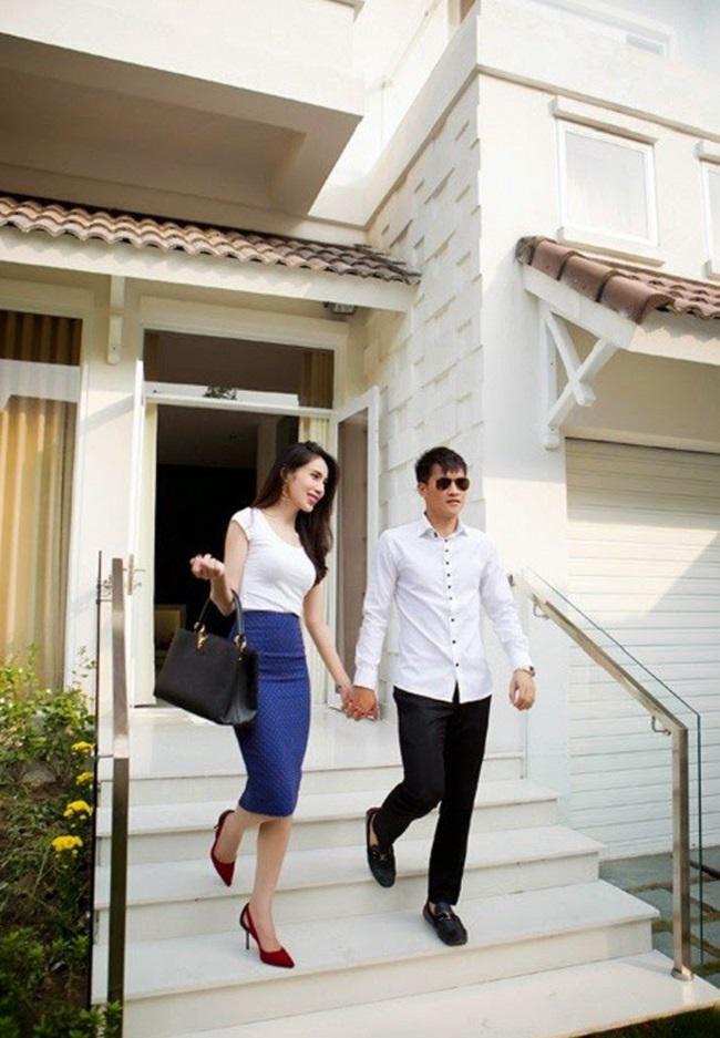 Công Vinh - Thủy Tiên - đôi vợ chồng hot nhất nhì showbiz Việt hiện sở hữu khối tài sản khổng lồ khiến bao người mơước.