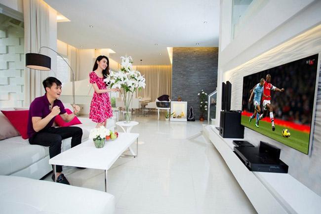 Phòng khách vô cùng rộng rãi, sang trọng với thiết kế hiện đại.