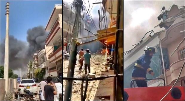 Thế giới - Nóng: Máy bay chở 107 người đâm xuống khu dân cư ở Pakistan (Hình 2).