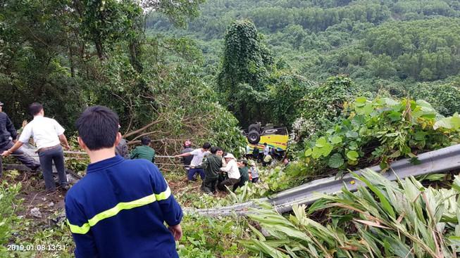 Tin nhanh - Xe khách gặp nạn trên đèo ở Kon Tum, ít nhất 36 người thương vong
