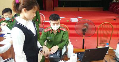 Phó Giám đốc Công an Hà Nội: Điều tra việc rao trên mạng 'làm căn cước công dân gắn chip số đẹp'
