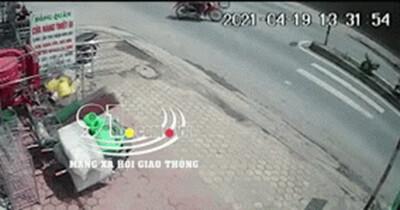 Clip: Sang đường bất cẩn gây tai nạn, người đàn ông lẳng lặng bỏ đi mặc kệ người bị thương