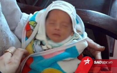 Hà Tĩnh: Bé trai 10 ngày tuổi bị bỏ rơi trước cửa nhà dân
