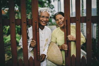 Ông 73 tuổi kết hôn với bà 91 tuổi sau 10 năm theo đuổi, thái độ của gia đình 2 bên càng gây chú ý