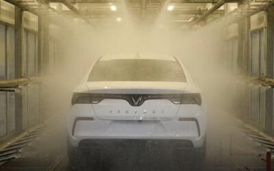 Reuters đưa tin vụ VinFast tố YouTuber phản ánh sai sự thật về xe Lux A2.0