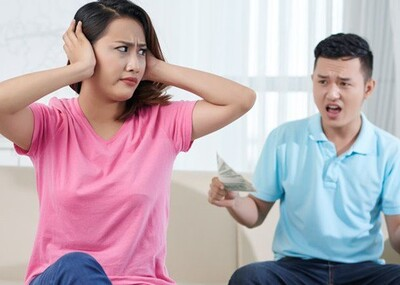 Thấy hàng xóm đột tử, chồng bỏ việc thu nhập 100 triệu để làm việc lương 15 triệu khiến vợ bực tức