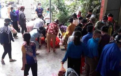Gia đình hoãn cưới để chống dịch Covid-19, người dân chung tay giải cứu 150 mâm cỗ