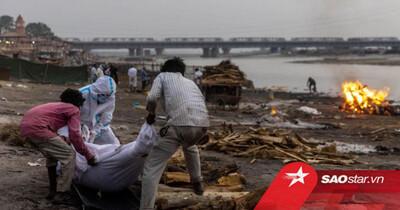 Kinh hoàng hàng chục thi thể nghi là nạn nhân Covid-19 dạt vào bờ sông Hằng