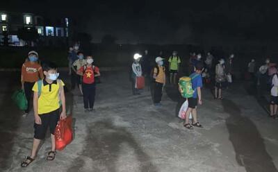 Phát hiện nam sinh lớp 6 dương tính SARS-CoV-2, 32 bạn cùng lớp được đưa đi cách ly lúc nửa đêm