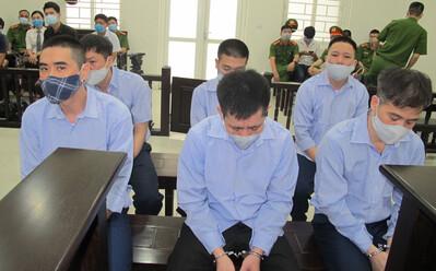 4 thanh tra giao thông nhận tiền từ nhóm bảo kê 'xe vua' ở Hà Nội như thế nào?
