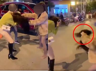 Bị bắt quả tang ngoại tình, chồng khống chế vợ trong ô tô để bồ nhí lột đồ, chụp ảnh nude, uy hiếp
