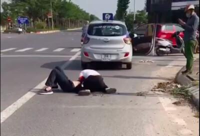 Xác minh clip người được cho là công an 'chỉ đứng gọi điện' tại hiện trường vụ tài xế taxi bị cướp