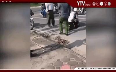 Nóng: Kỷ luật công an xã đứng gọi điện thoại trong khi tài xế taxi vật lộn khống chế cướp ở Hà Nội