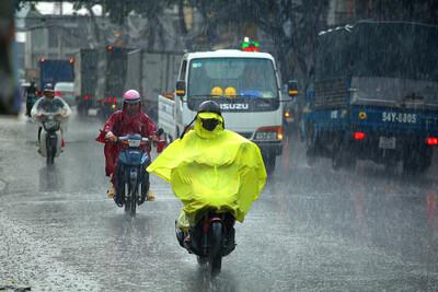 Bắc Bộ và Bắc Trung Bộ đón mưa dông trên diện rộng sau đợt nắng nóng kéo dài
