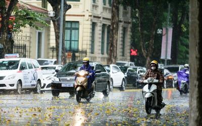 Bắc Bộ và Nam Trung Bộ có mưa dông trên diện rộng sau đợt nắng nóng