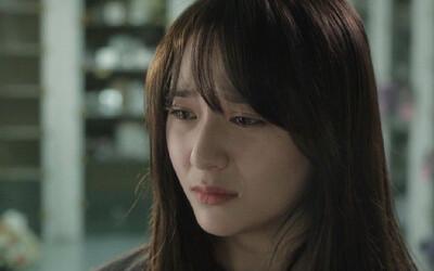 Mẹ đẻ đến thăm con gái đi lấy chồng, bà vừa chỉ vào vết lạ trên sàn tôi liền bật khóc