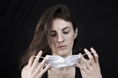 Làm thế nào để ngăn ngừa mụn khi phải liên tục đeo khẩu trang?