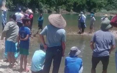 Nhóm bạn 10 người từ Hà Nội lên Hòa Bình tắm sông, thiếu niên 16 tuổi tử vong