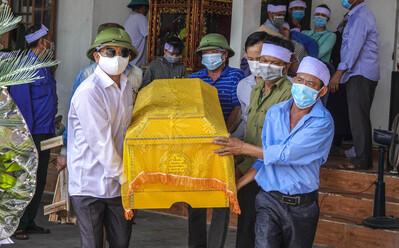 Vụ thảm án ở Thái Bình: Đám tang vội của 3 nạn nhân khiến nhiều người xót xa